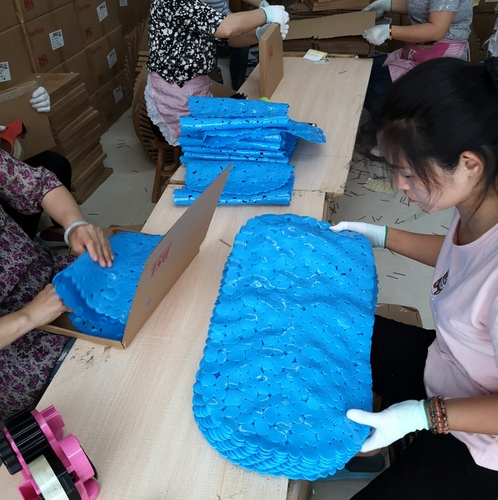 China Prep center inspects bath mats